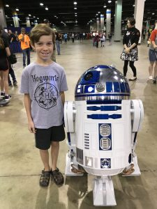 Shaun Everson with R2D2 - Wizard World Chicago Comic Con 2017