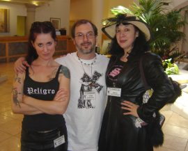 Monkey in the middle - Christa Faust, John Everson, Maria Alexander.