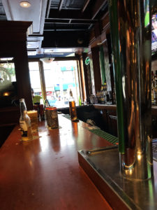 Twins Irish Pub - bar